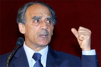 "An ""eminent historian"" attacks Arun Shourie"