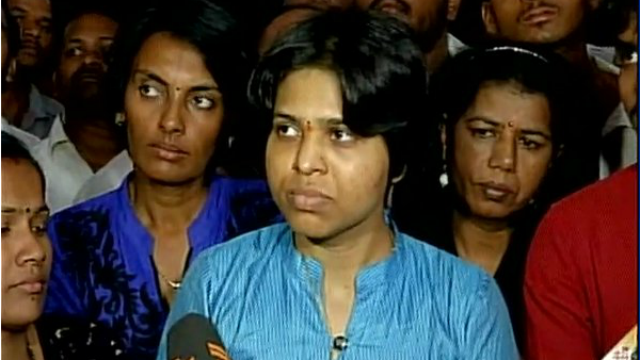 Trupti returns 'atrupt' from Haji Ali, but who will fight for you?