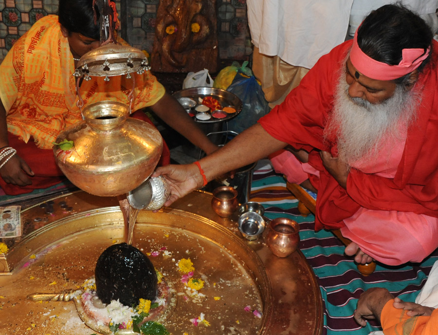 Access to Ritual & Knowledge in Hinduism: The case of veda and āgama