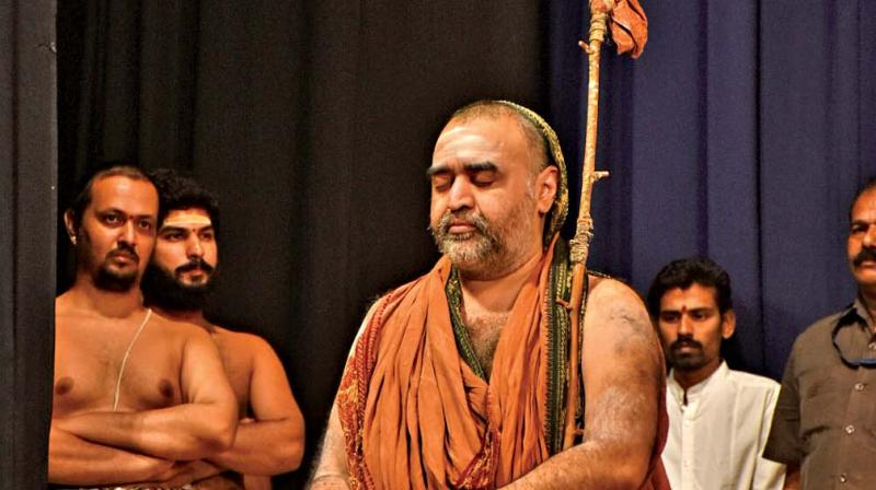 Kanchi Seer Should Not Bow Down to Prejudice-Filled Tamil 'Anthem'
