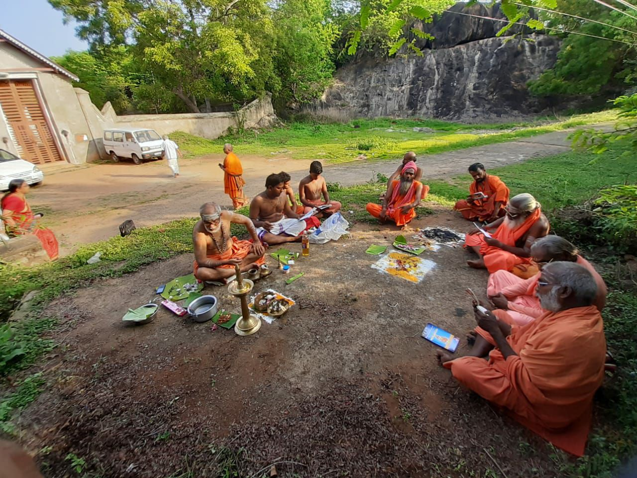 Pushpanjali Swamiyar: A Shankaracharya trying to reclaim his Mutt from encroachment