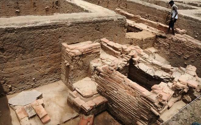 Keezhadi : Does it reflect a non-Vedic Dravidian civilization in ancient Tamil Nadu?